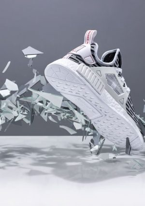 Sneakers-Adidas-Silver-Shatter-Creative-min
